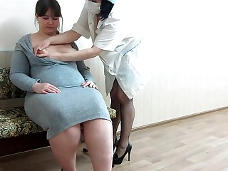 The girl makes a fisting of her fat girlfriend with a hairy pussy.