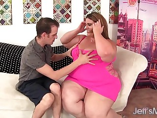 Heavy weight BBW Erin Green riding a fat cock.