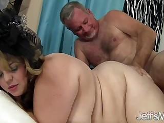 Pretty plumper Buxom Bella enjoys a fat cock