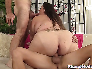 Plussize hottie double penetration groupfucked during a 3some