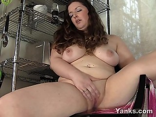 BBW Jessica Masturbating