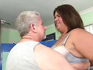 Hawt plumper receives her corpulent body licked and massaged