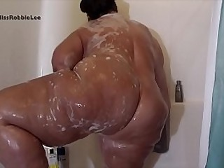 FAT PAWG GETS her BIG BOOTY wet and Slippery Follow Instagram @Milf RobbieLee